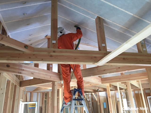 セルロースの勾配天井の施工