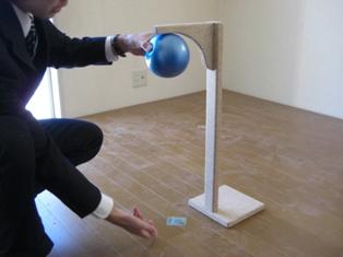 ボールを床に落とす
